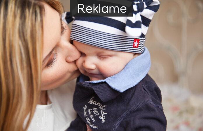 Mor kysser baby